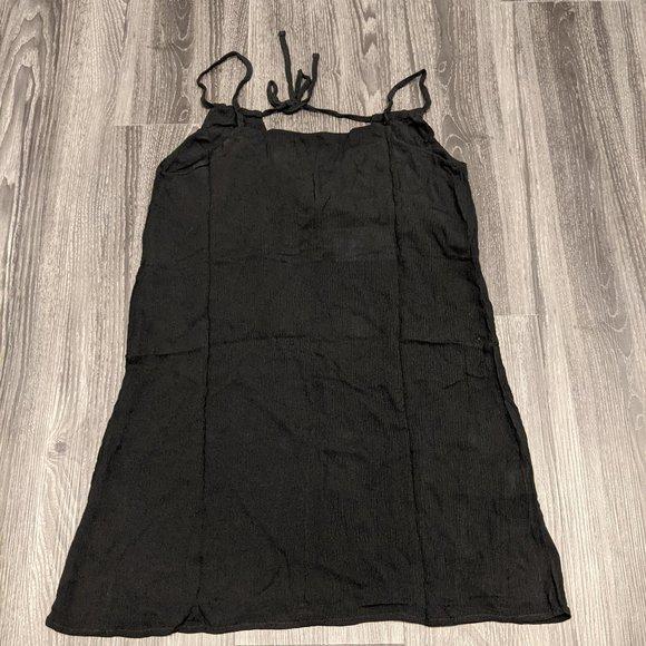 Oak + Fort Crinkle Spaghetti Strap Dress